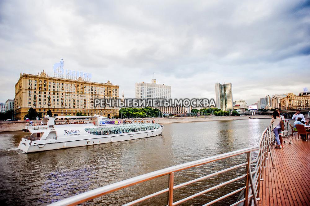 Гранд круиз от Москва Сити по центру, с ужином и живой музыкой