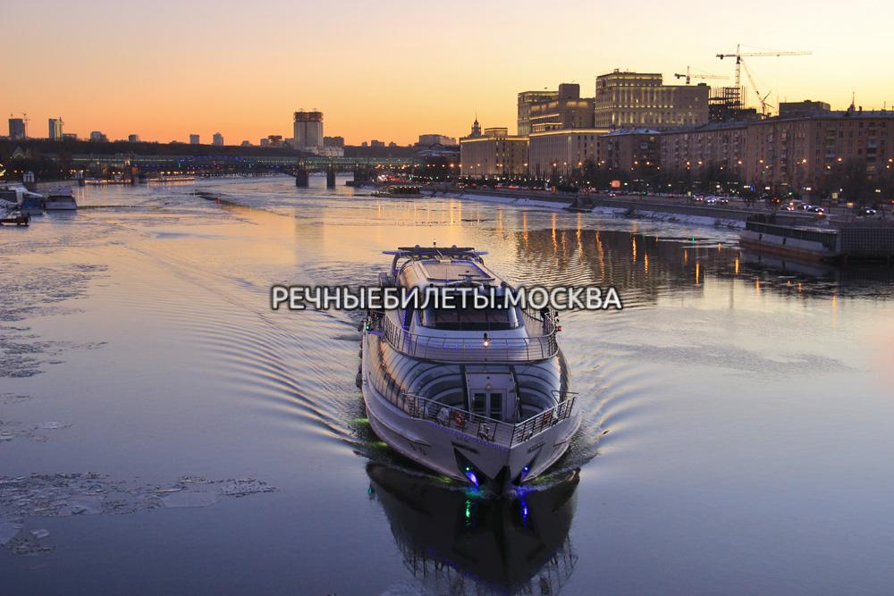 Речная прогулка по Москве на яхте Рэдиссон (гостиница Украина)