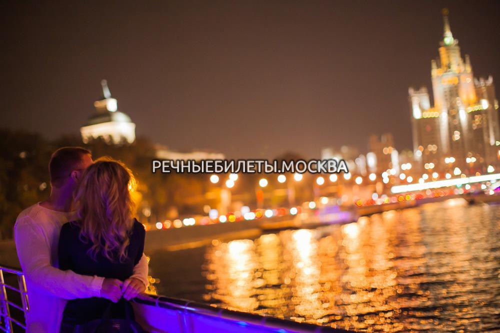 Прогулка с ужином или обедом по Москве на яхте Рэдиссон-Ройал (ЦПКиО им. Горького)