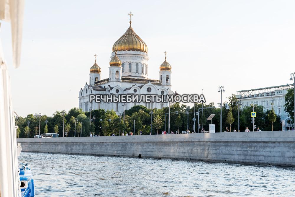 Обзорная прогулка по центру Москвы на теплоходе от Храма Христа Спасителя