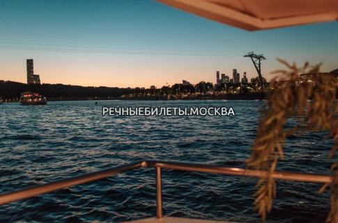 """Пешеходно-теплоходная экскурсия по Центру и водоотводному каналу """"Мистическая Москва"""""""