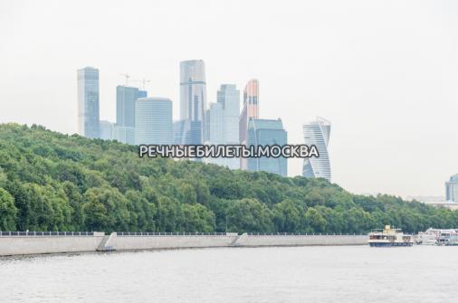 """Прогулка по Москве-реке на панорамном теплоходе """"Ривер Лаундж"""" от Киевского вокзала"""