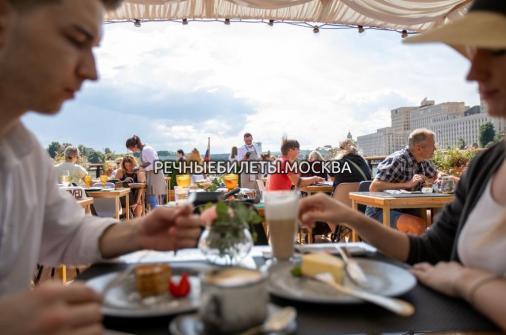 """Прогулка с ужином и просмотром салюта ко Дню Города на теплоходе-ресторане """"Морис"""""""