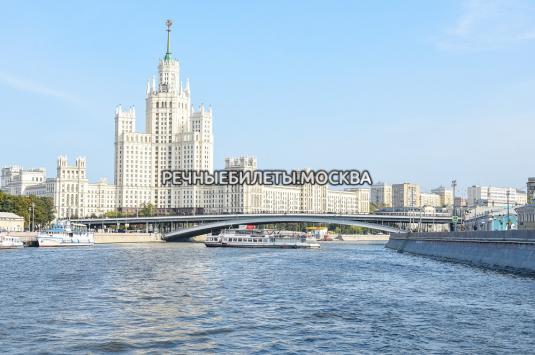 Речная прогулка по центру Москвы в День Города от Храма Христа Спасителя с просмотром салюта и экскурсией