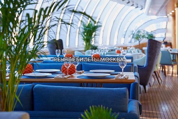 """Речная прогулка на суперяхте """"Рэдиссон-Ройал"""" с обедом или ужином от ресторана """"ERWIN.Река""""  (гостиница """"Украина"""")"""