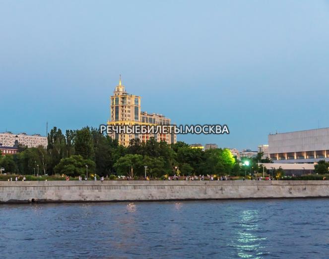 """Экскурсия на комфортабельном теплоходе с живой музыкой """"Хиты шансона над Москвой"""""""