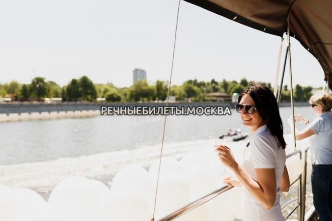 "Речная прогулка на теплоходе ""Loft Boat - Рио 1""с просмотром праздничного салюта"