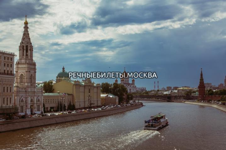 """Прогулка по Москве-реке на речном трамвайчике """"Стихи на воде"""""""