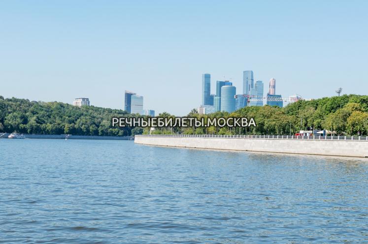 """Гранд круиз от парка """"Зарядье"""" до комплекса небоскребов """"Москва-Сити"""", с ужином"""