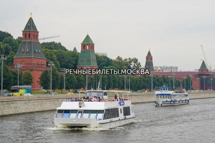 Обзорная прогулка по центру Москвы с отправлением каждые 30 минут и остановкой у ЦПКиО им. Горького