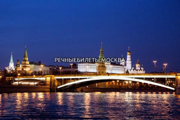 """Речная прогулка ко Дню защитника Отечества с ужином, салютом и """"живой"""" музыкой"""