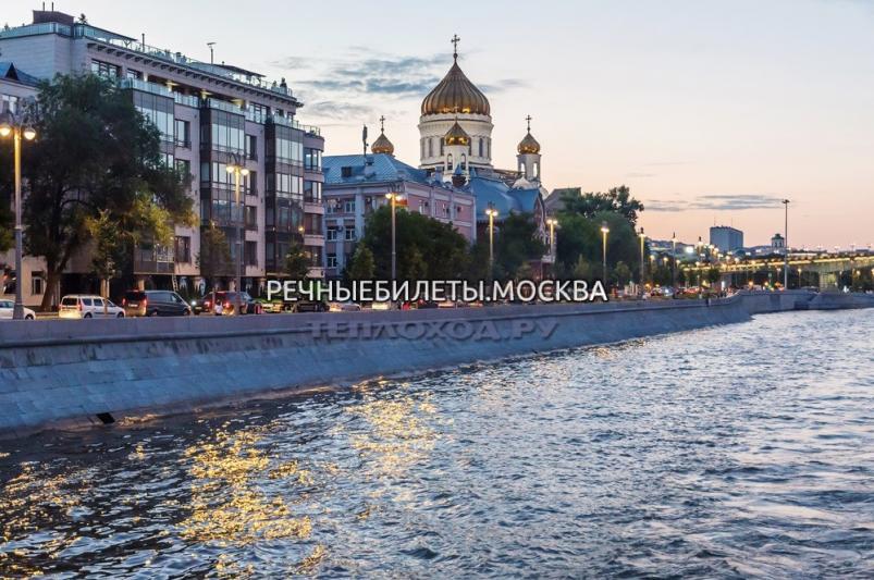 Круиз по ночной Москве реке с зажигательной дискотекой от Большого Устьинского моста до Москва-Сити