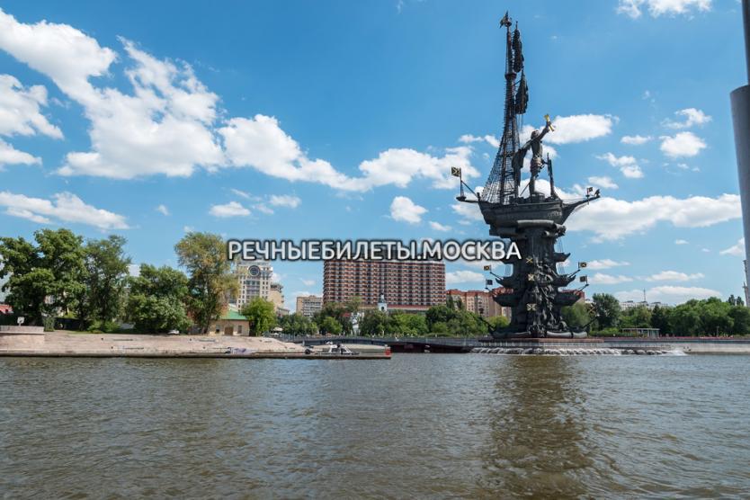 Прогулка по Москве-реке с ужином и просмотром салюта в День Победы