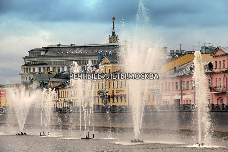Круиз по историческому центру Москвы и Водоотводному каналу с экскурсией