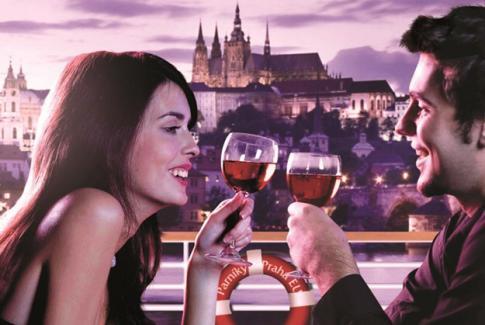 Ужин на теплоходе от шеф-повара с шампанским под романтическую живую музыку!